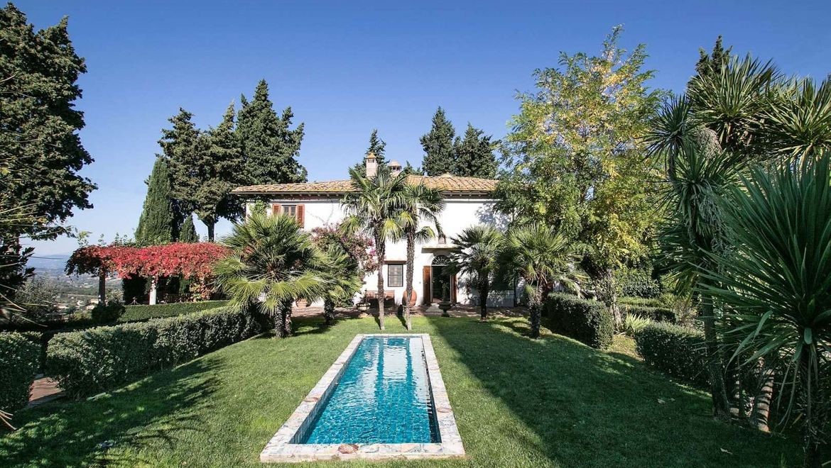 Rolling Hills Italy - Villa for sale near Florence.