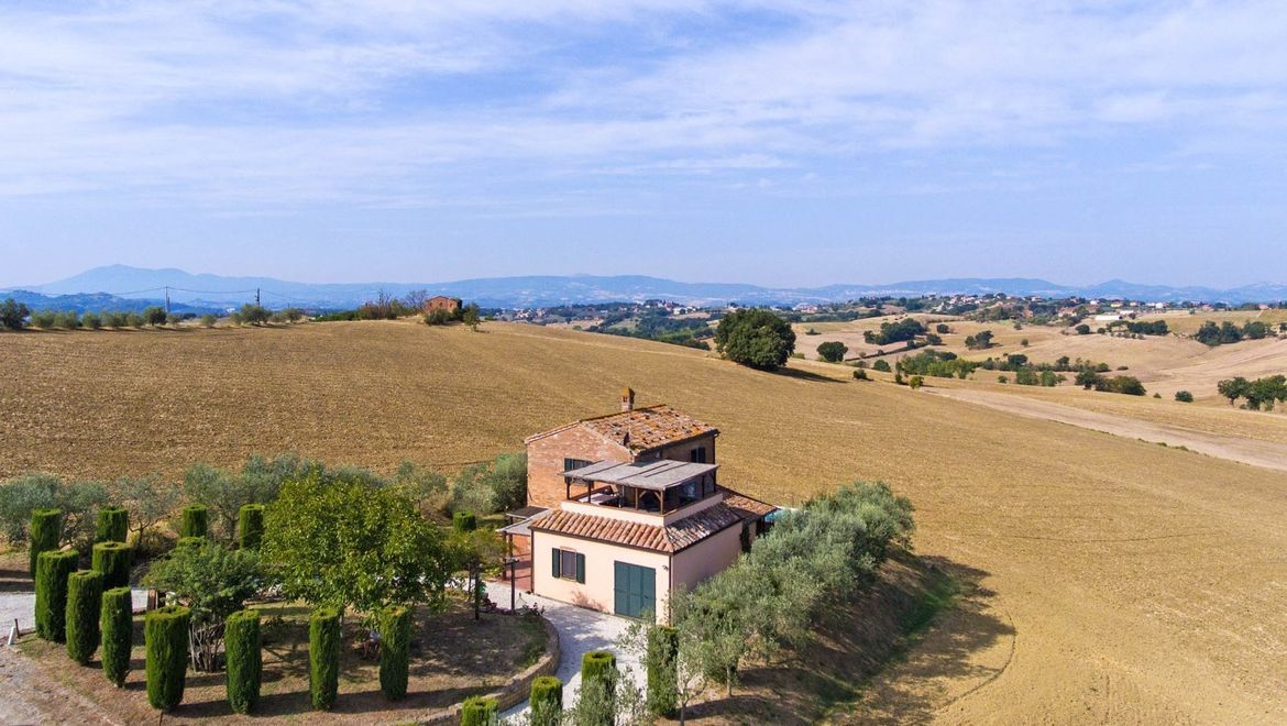 Detached country house with pool near Castiglione del Lago