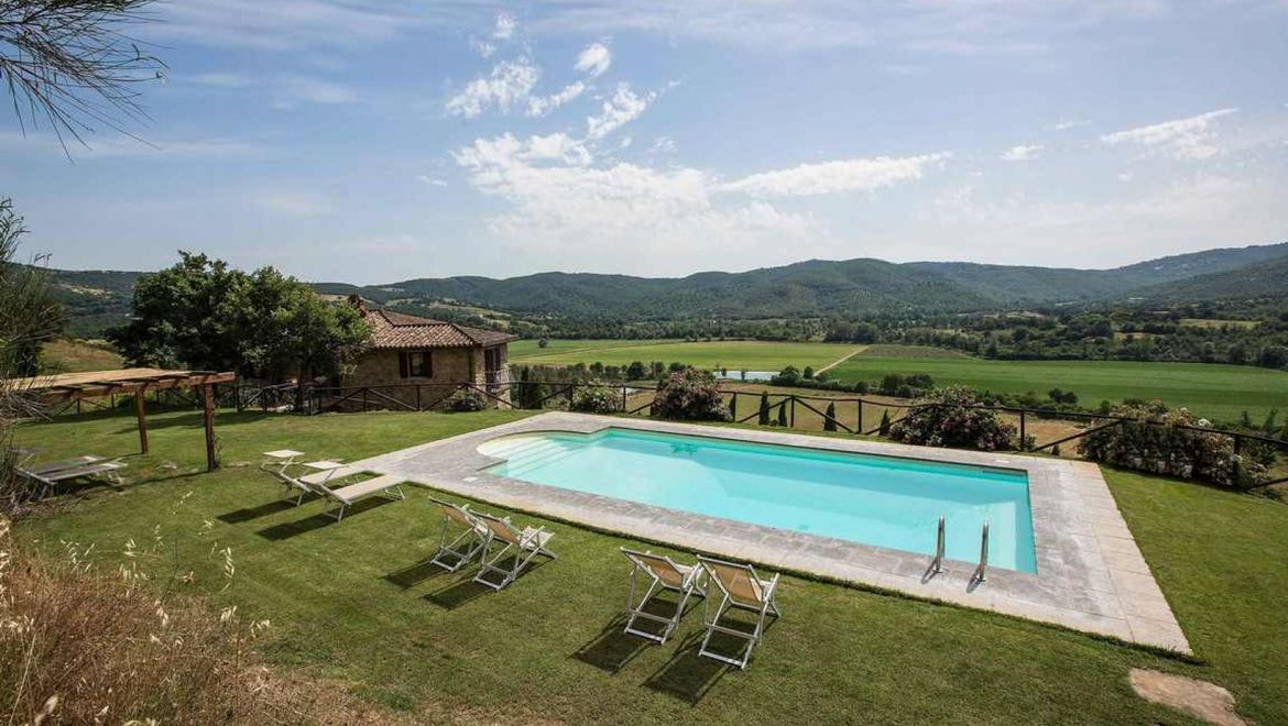Rolling Hills Italy - Farmhouse located in Umbria with amazing view