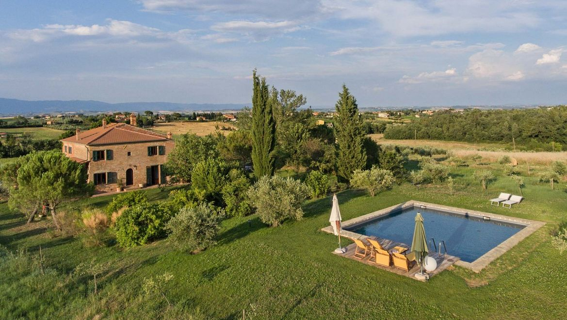 Rolling Hills Italy - Old country-house for sale between Montepulciano and Cortona
