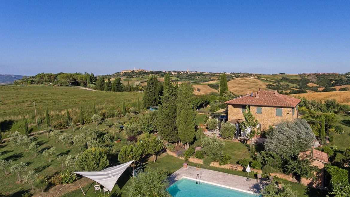 Rolling Hills Italy - Country house on sale, with Pienza's view, in Tuscany
