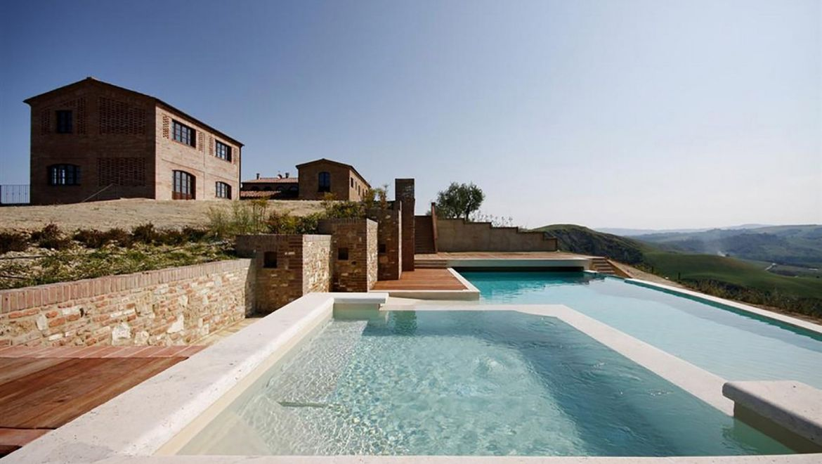 Rolling Hills Italy - For sale property in the Crete Senesi near Siena.