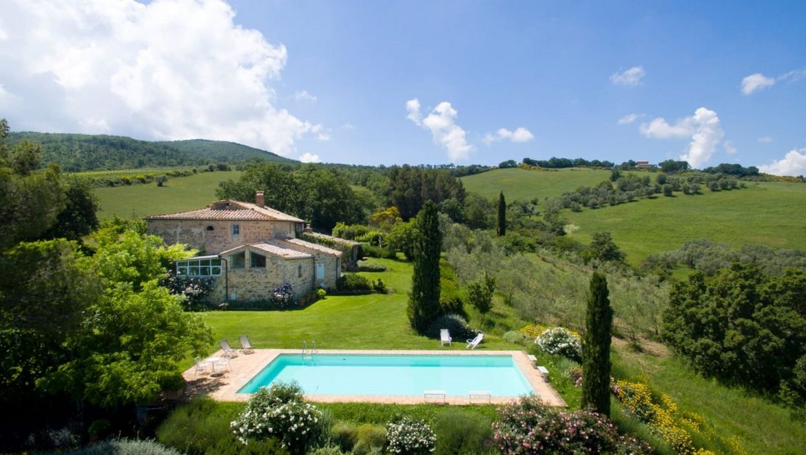 Rolling Hills Italy - For sale outstanding stone house in the heart of Val d'Orcia