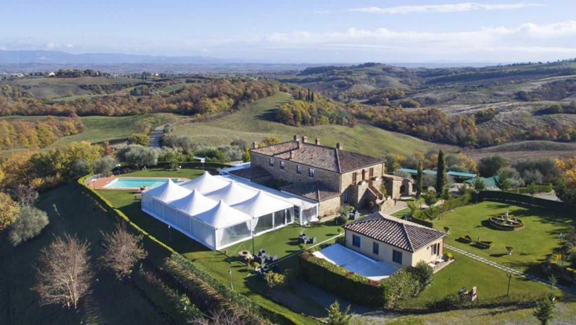 Rolling Hills Italy - For sale an elegant tourist accommodation in Tuscany.