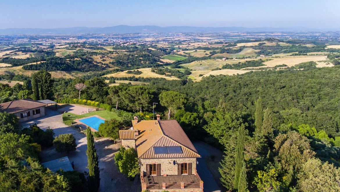 Rolling Hills Italy - For sale Wine Farm close to Pienza Tuscany.