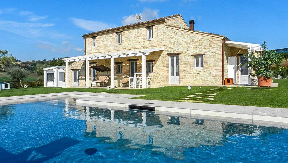 Rolling Hills Italy - Beautiful farmhouse with pool near Fermo, Marche region.