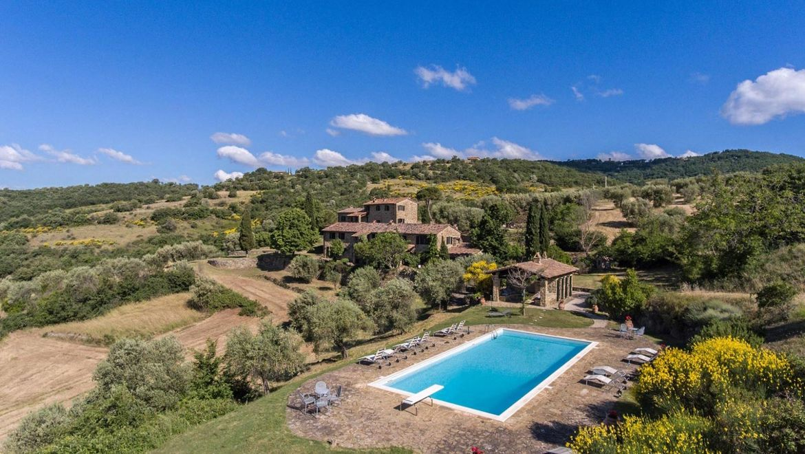 Rolling Hills Italy - Two wonderful stone houses with swimming pool in Umbria.